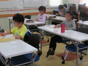 漢字検定を受ける塾生たち